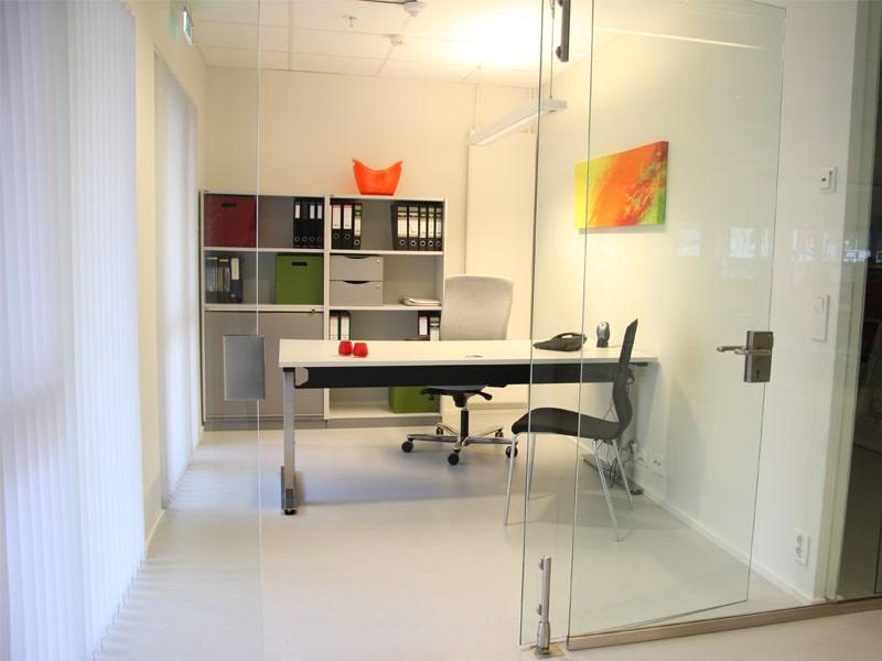 moderne kontorlokaler med glassvegg i haugesund