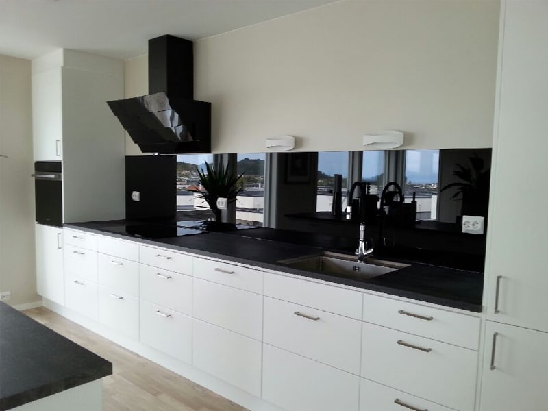 sort glassplate på kjøkkenvegg haugesund / karmøy
